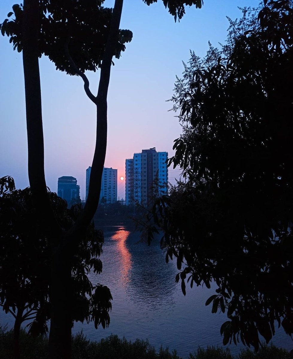Dhaka, Capital of Bangladesh. Photo by @faisal_islamBD. #architecturelovers #naturelovers #archdaily #cities #instagood #picoftheday #sun #landscape #nature  #photooftheday #beautiful #city #citylife  #everydaybangladesh #everydaybd #everydaybgd #everydayeverywhere #everydayasia
