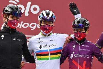EvyAKDMXIAYAR2l?format=jpg&name=360x360 - Chantal Blaak se lleva la Strade Bianche femenina 2021