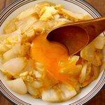 新玉ねぎの美味しい食べ方は?新玉ねぎを麺つゆで煮て卵でとじると美味しい!