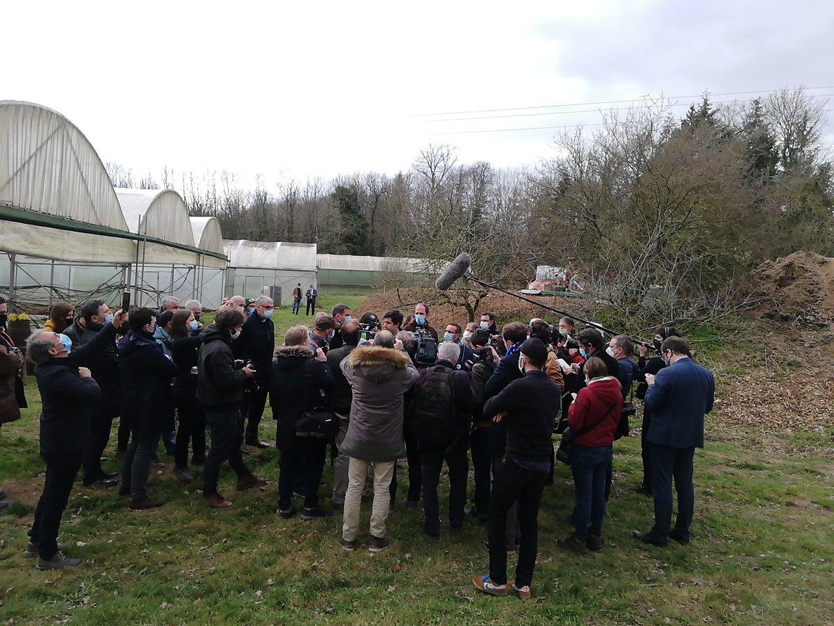 #OubliesdelaPAC : à réécouter le reportage de @RadioLaser  pour la venue du Ministre de l'agriculture sur le #SalonAlaferme de la @ConfPaysanne chez Gwenaël Floch, maraîcher à Maure-de-Bretagne  📻https://t.co/d6qdMDsEPX 🎙@NicolasGirod3  🎙@J_Denormandie https://t.co/Y6ES7i7lKX