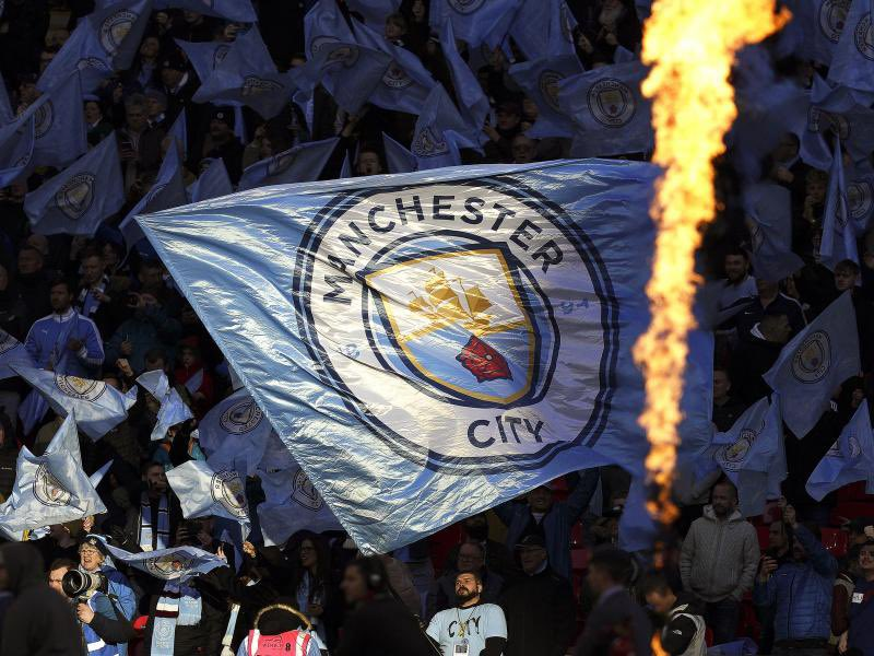 Points difference between City and United in the last 4 seasons:  20/21: City 65 - United 51 = 14 points 19/20: City 81 - United 66 = 15 points  18/19: City 98 - United 66 = 34 points 17/18: City 100 - United 81 = 19 points  Mind the gap, Manchester is and forever will be blue. https://t.co/UEWjz35tG3