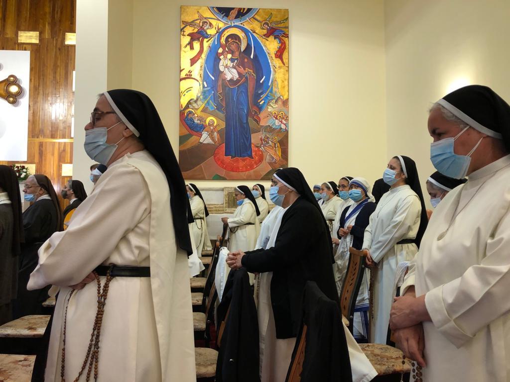 Religiosas esperando al Papa