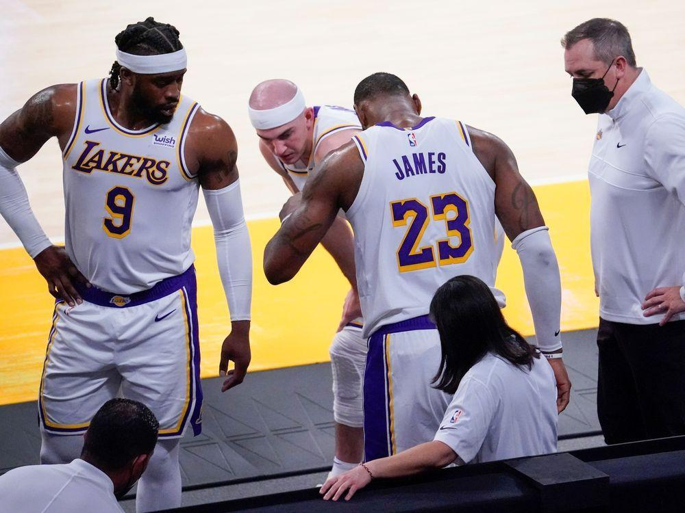 Lakers LeBron James to miss time with ankle injury
