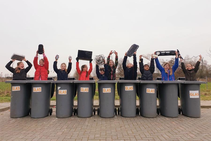 test Twitter Media - Tien basisscholen uit Rivierenland, waaronder obs De Bogerd in Rossum, doen de hele maand maart mee met de E-waste Race. Leerlingen zamelen klein elektronisch afval in zodat dit hergebruikt of gerecycled wordt. https://t.co/5HAs3ff5mP https://t.co/BbM7P3dN0g