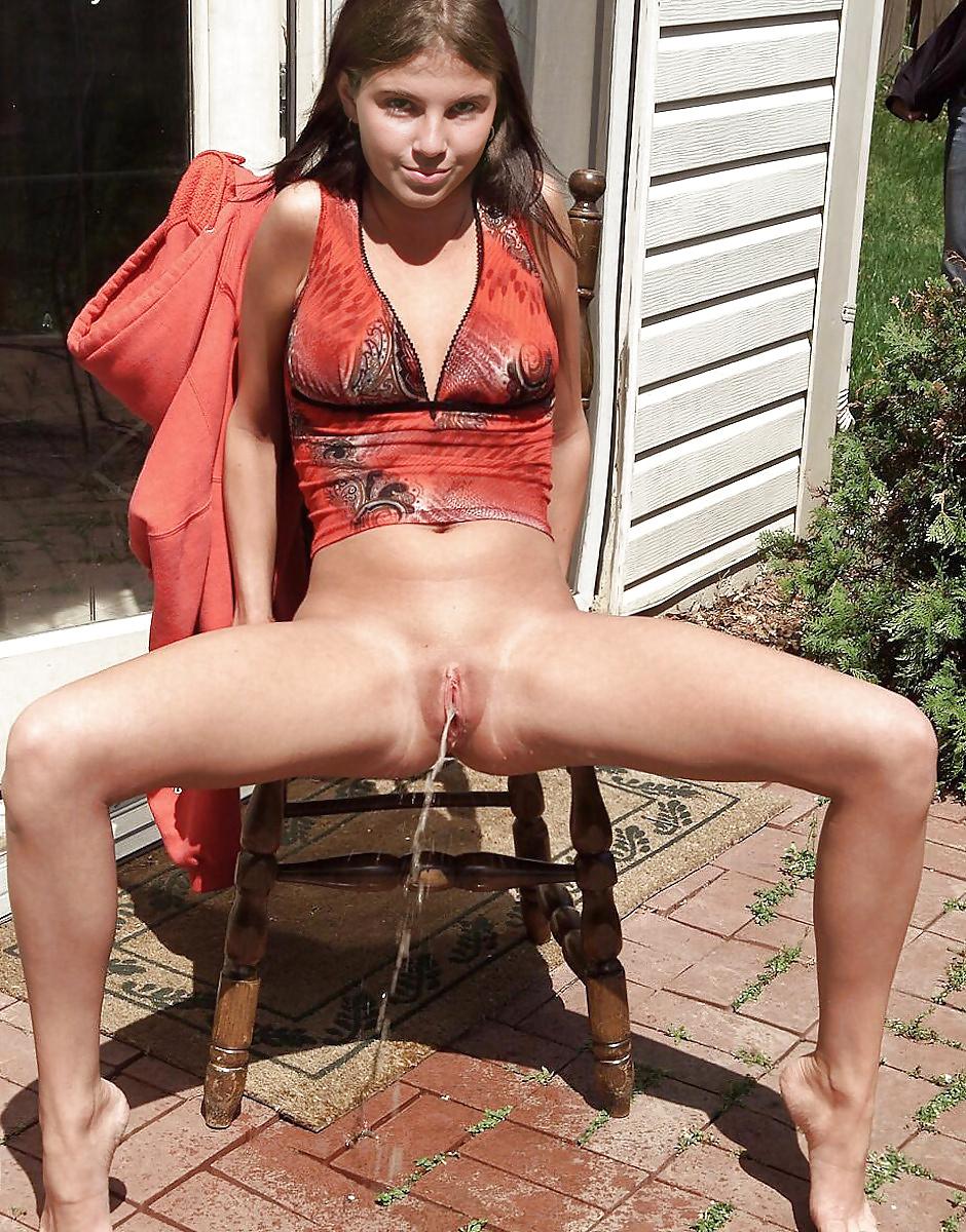 Teen Public Pee Porn Pics