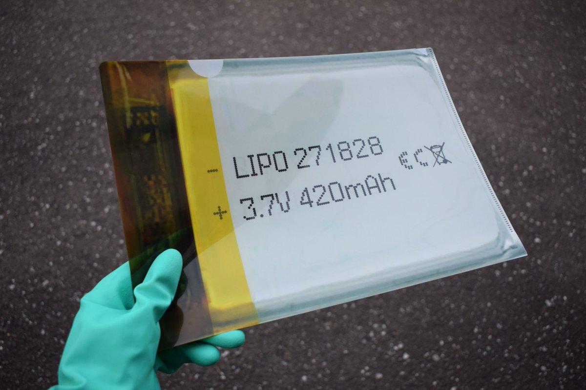 書類を入れれば入れるほど不穏になる!リチウムポリマー電池デザインのクリアファイルw
