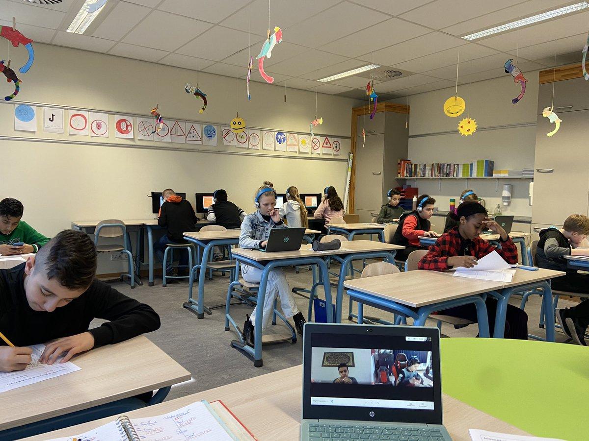 """test Twitter Media - Onderwijs anno 2021 in Coronatijd: in de klas, op afstand, op papier,  in boeken, online, digitaal. En de """"duizendpoot"""" probeert het bij te benen. https://t.co/JUs9pj3Inz"""