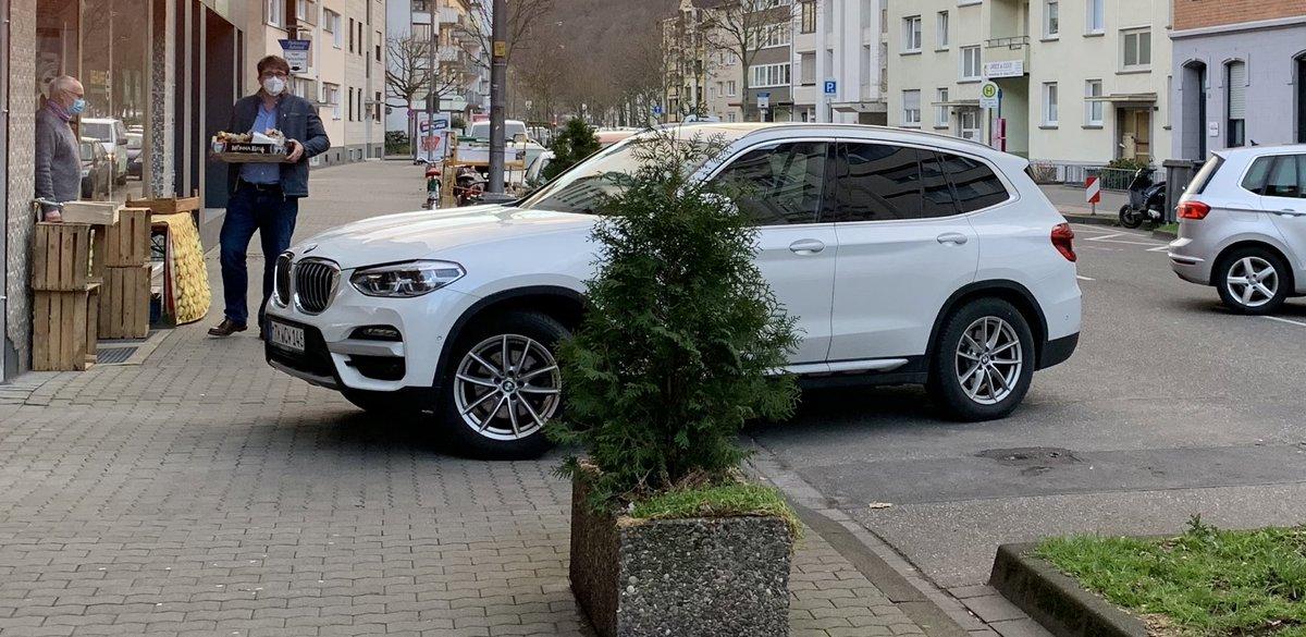 test Twitter Media - RT @TineMaschine: So parkt man seinen Stadtpanzer vor einem Unverpackt-Bio-Laden mit Stil  #Koblenz https://t.co/xWaURTsdQI