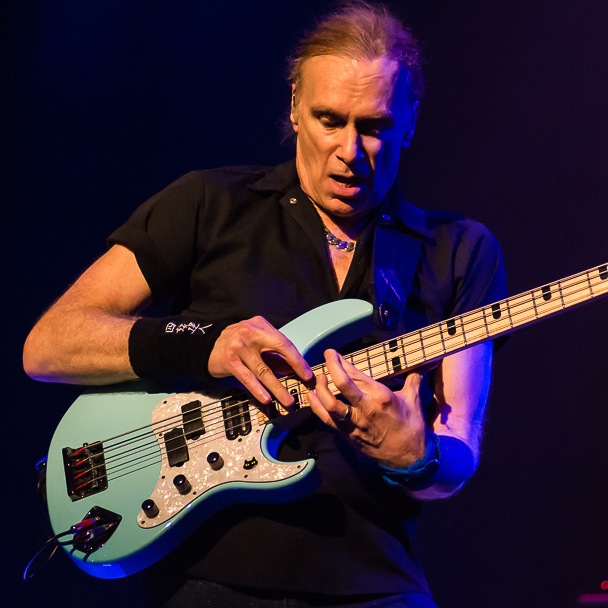 Happy 67th Birthday to the great bass legend, Billy Sheehan!!