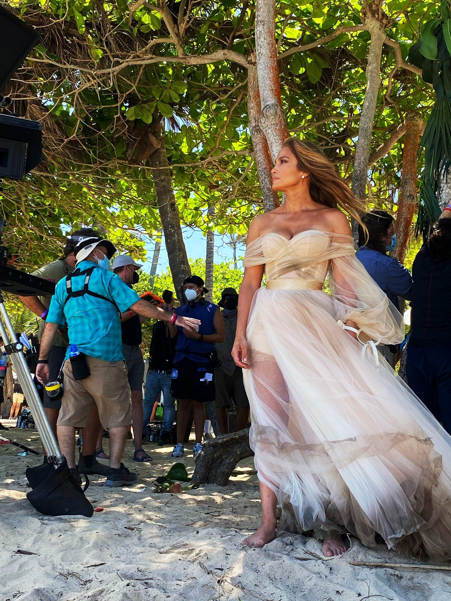 Jennifer Lopez - Σελίδα 8 Ew2fABoVoAENfWo?format=jpg&name=large