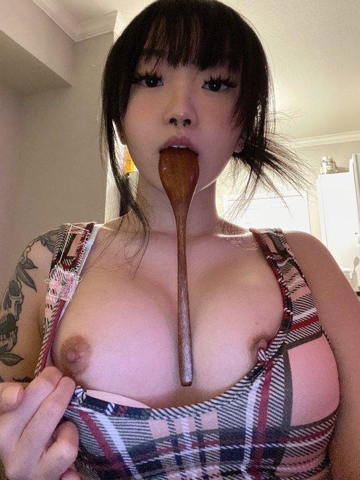 2 pic. POV: ur dessert and i'm hungry https://t.co/x87EroRqCg