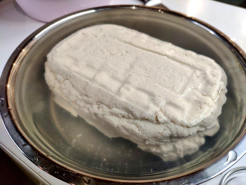 ラトビア人、今度は麻婆豆腐を作るも豆腐から作ってしまう!