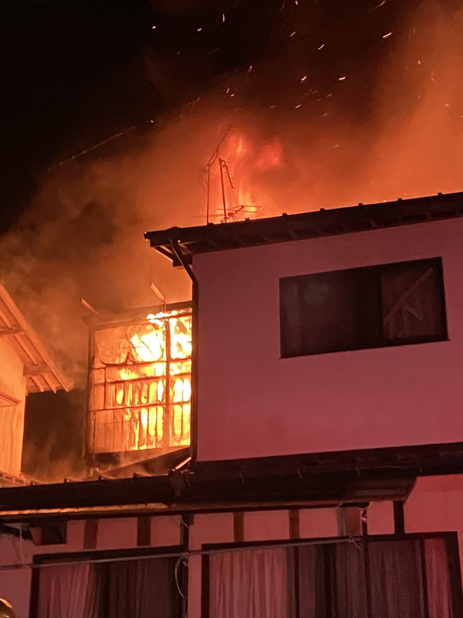 画像,上の家が火事ンゴ https://t.co/qKBloD7HQL。