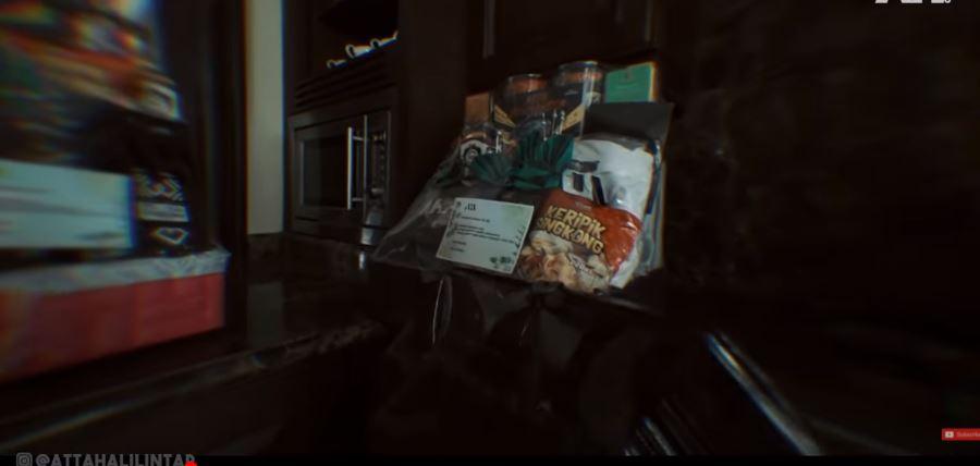 Bingkisan tersebut berisi makanan ringan hingga perabotan.