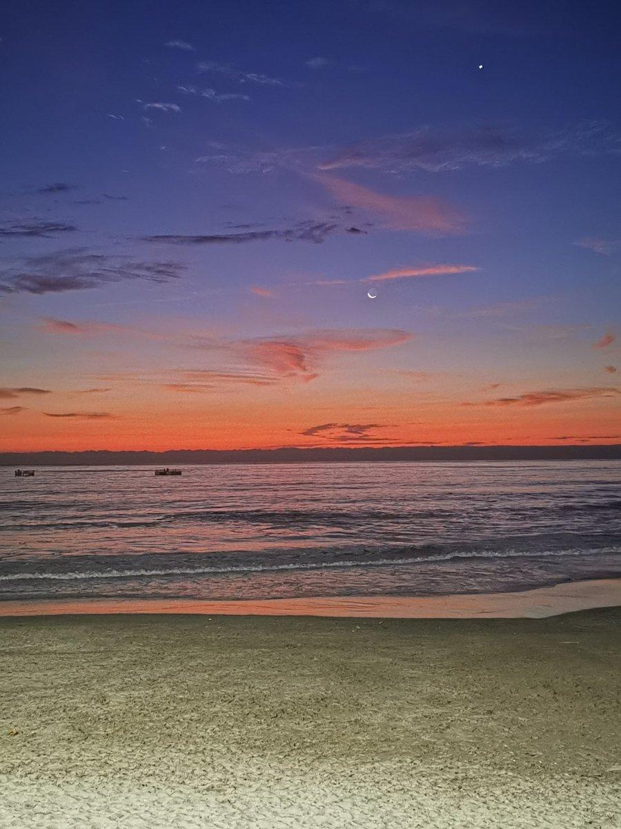 @Marita_Dcafe Playa playita, ya casi culmina el verano y yo aún ni me dí una revolcadita 😪🙄 #Playa #Chile #mar #Iquique