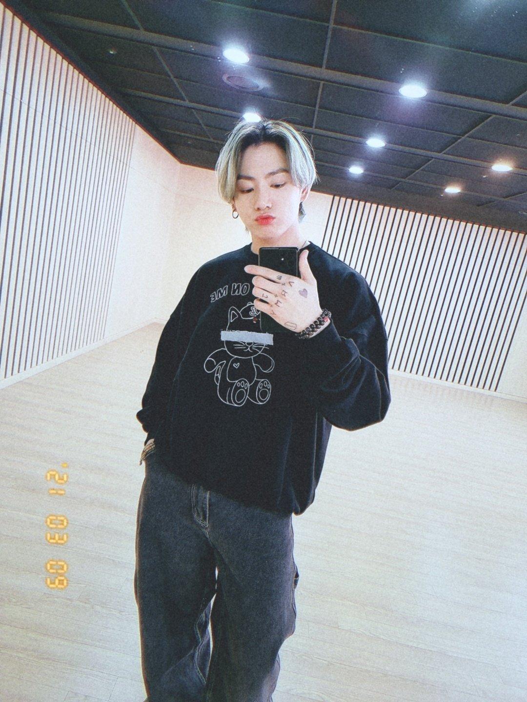 BTS Jungkook Fashion Fix All Eyes On Me Sweatshirt lamodechief