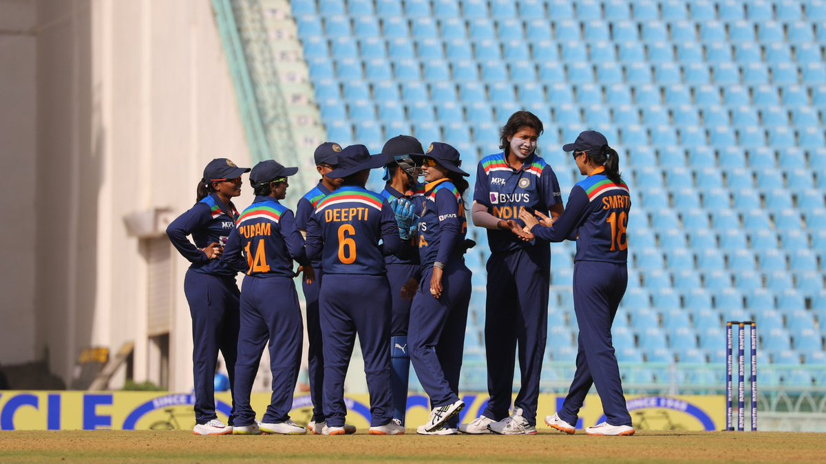 A fine start for India after opting to field 👏  Jhulan Goswami traps Lizelle Lee lbw in the very first over.   #INDvSA