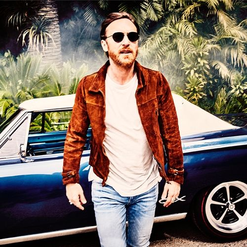 #nowplaying She wolf (Falling to pieces) by David Guetta/Sia listen now:  #np #radio #music #weloveourlisteners
