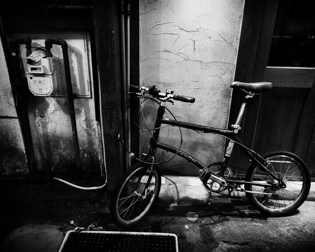 二輪。高知市。 #夜 #night #street #自転車 #bycicle #ig_japan #monochrome #blackandwhite #シロクロ #xiaomi #note10lite #写真好きな人と繋がりたい #写真撮ってる人と繋がりたい