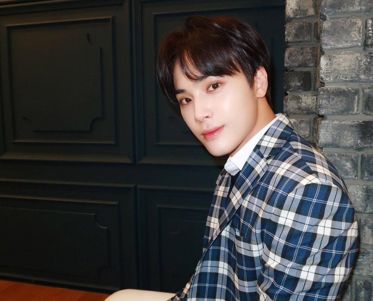 @hakcoups @WE_THE_BOYZ thanks buat GAnya, aku mau album trick ver🥰 Happy Bday for our jeju boy, haknyeon semoga selalu bahagia, semakin sukses bersama the boyz Stay safe, stay healthy  #주학년생일_축하는_더블로_가 #HAPPY_HAKNYEON_DAY #THEBOYZ #더보이즈 @WE_THE_BOYZ @Creker_THEBOYZ