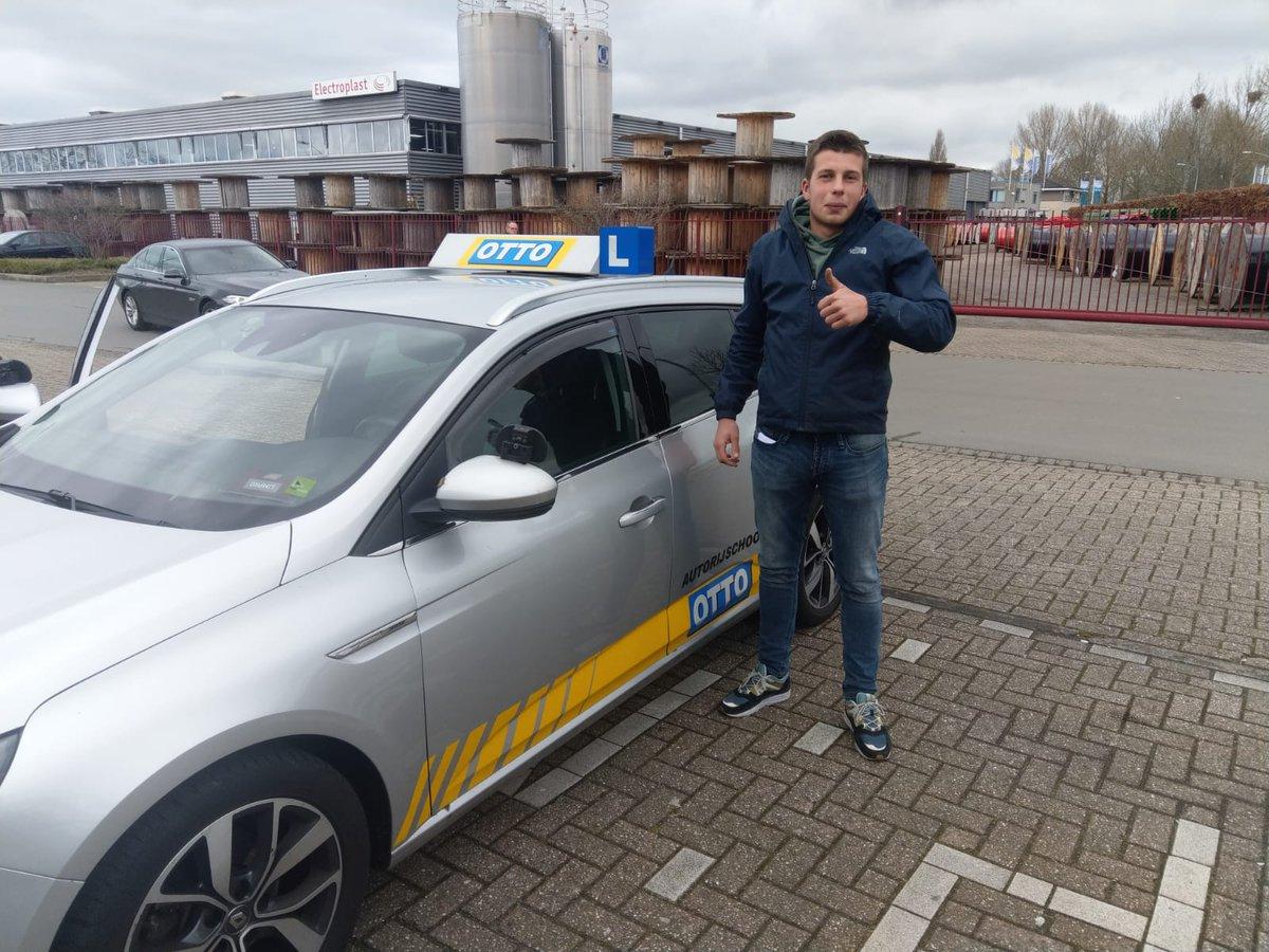 test Twitter Media - Siem van Kooten van harte gefeliciteerd met het in 1x behalen van je praktijkexamen! Nu kun je op zoek naar een auto en zelfstandig op weg. https://t.co/gjByTyPeQO