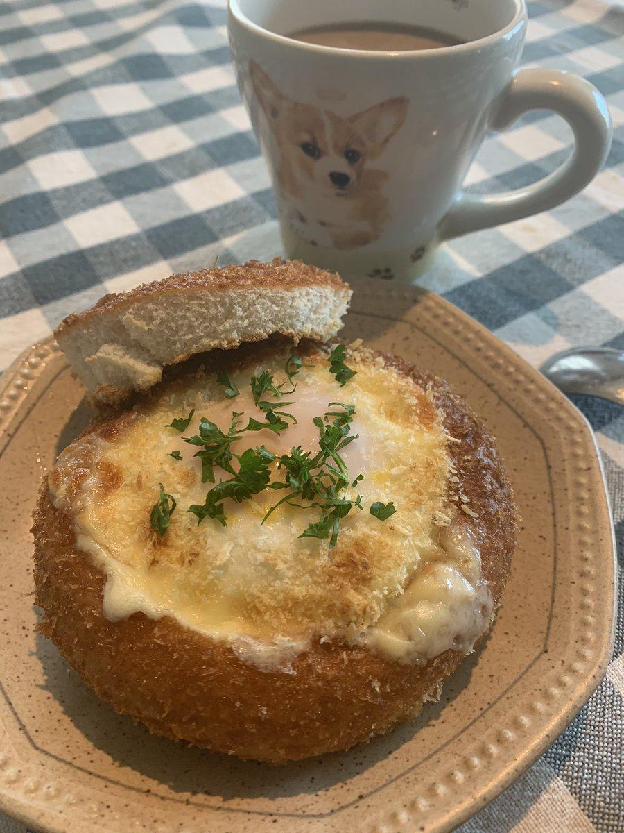 見たら絶対真似したくなる!激安のヤマザキカレーパンが、チーズと卵がとろける最高なアレンジで大変身!