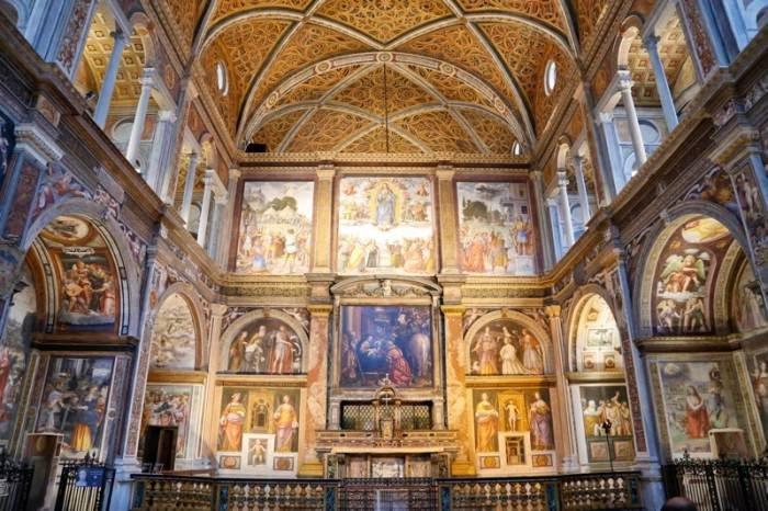 La fachada de una iglesia cualquiera . esconde maravillosas obras maestras en pleno centro de Milán #SanMaurizioAlMonasteroMaggiore Por la preciosidad de los frescos que decoran su interior y que son obra de #BernardinoLuini es la #CapillaSixtina de Milán.