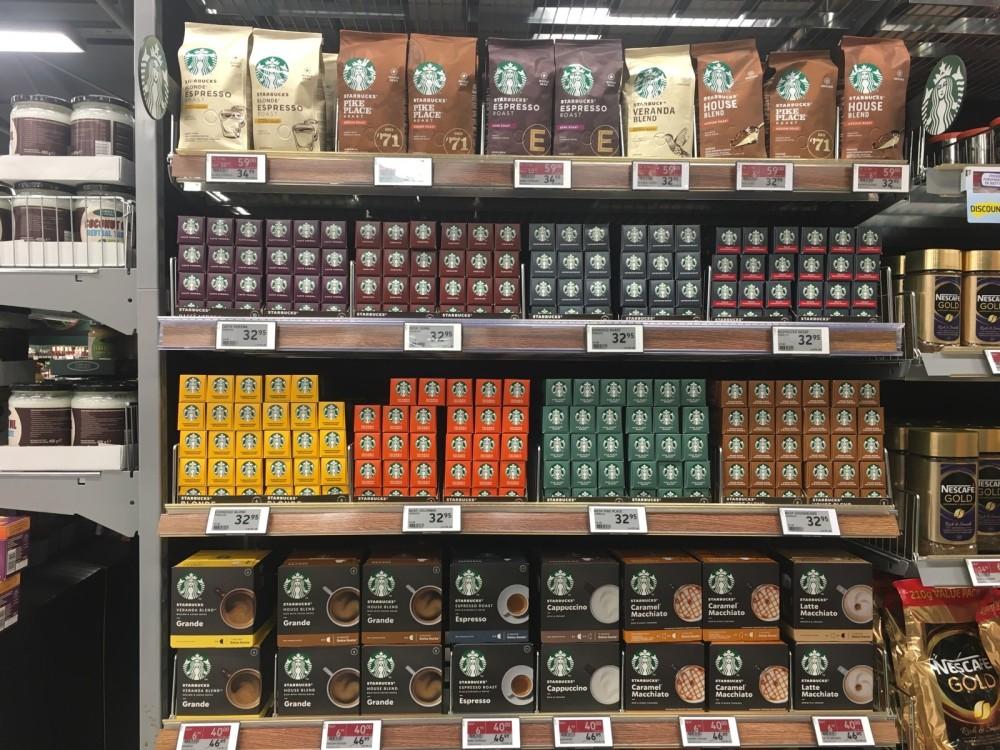På bare ét år er hver femte kaffekapsel i danske hjem blevet en kapsel fra Starbucks. Lynlancering under Corona, hvor danskerne blev sendt hjem, blev succes for Nestlé Danmark.  https://t.co/tGblJYmf0z https://t.co/YW7QPfLIba