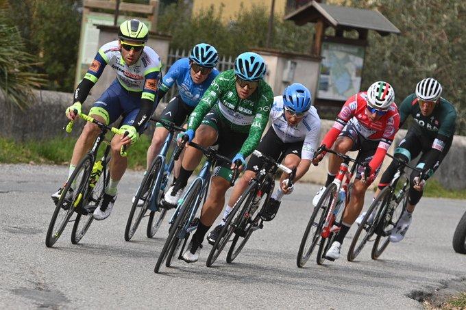 EwMVHI8WEAAfCWa?format=jpg&name=small - Julian Alaphilippe gana el sprint en cuesta de Chiusdino