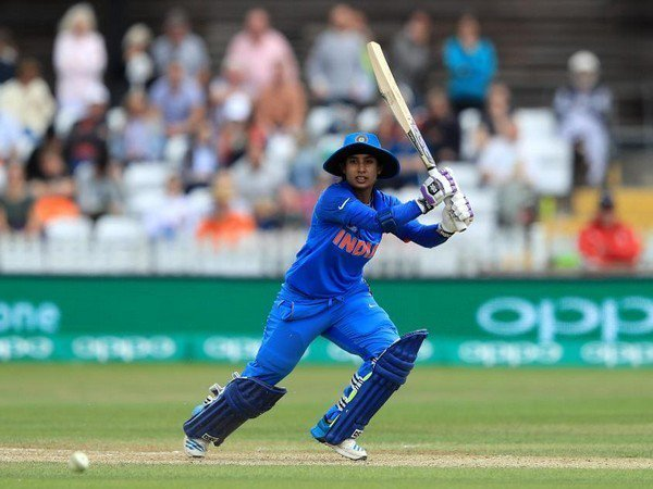 Heartiest congratulations Mithali on completing 1️⃣0️⃣,0️⃣0️⃣0️⃣ runs in International Cricket.  Terrific achievement... 👏🏻 Keep going strong! 💪🏻 https://t.co/1D2ybiVaUt