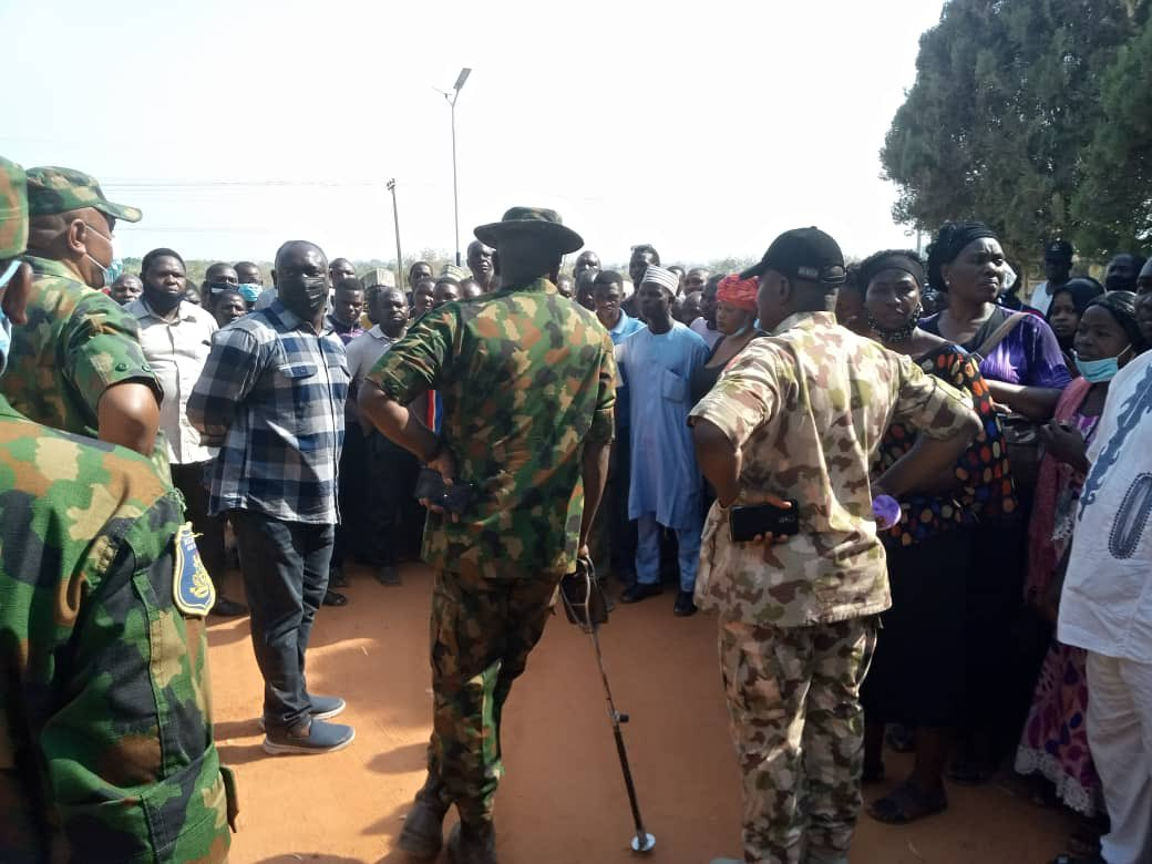 Commissioner-Internal Security @samuelaruwan has confirmed the sad news of the attack on the Federal School of Forestry, Afaka. Troops rescued 180 persons, but about 30 students are missing. Families of the students have been briefed on this security emergency.