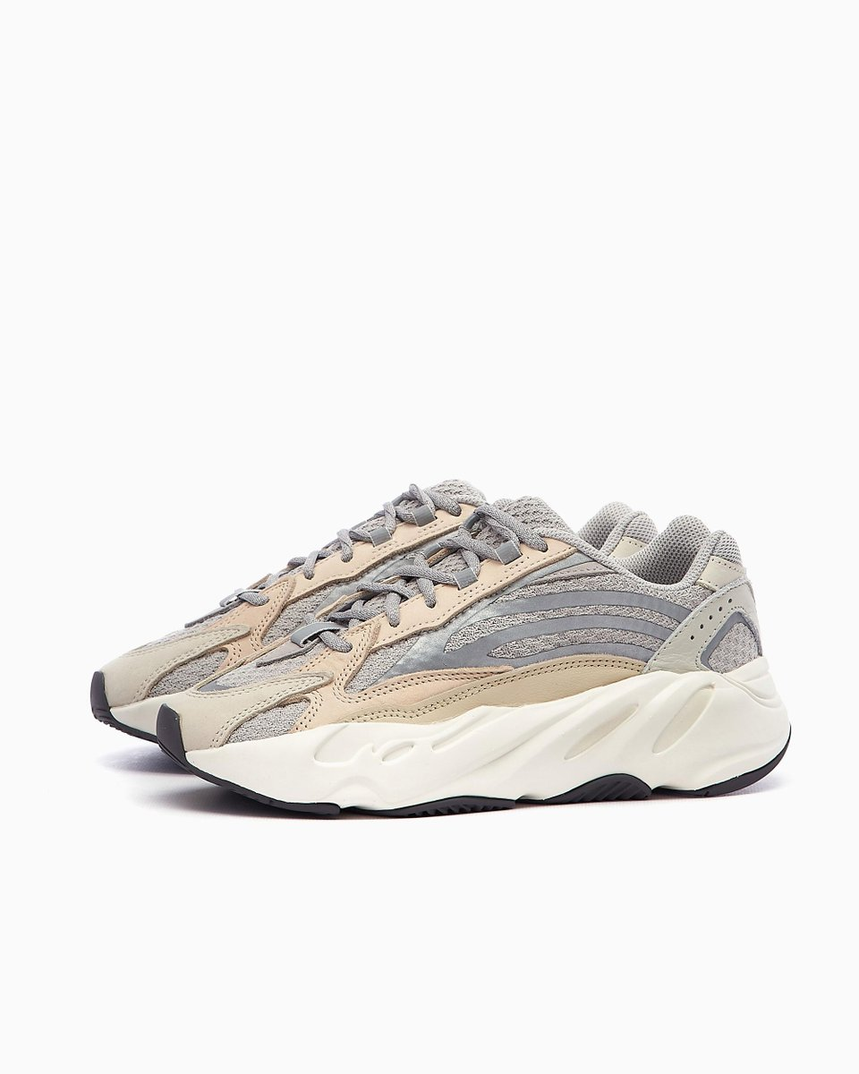 Live in 30 minutes: adidas Yeezy Boost 700 V2