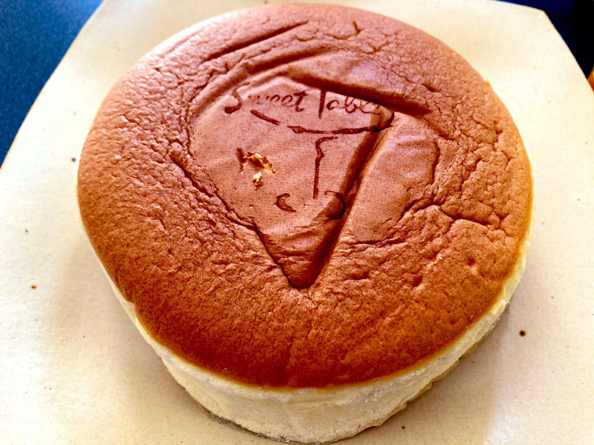 丸い大きいチーズケーキ