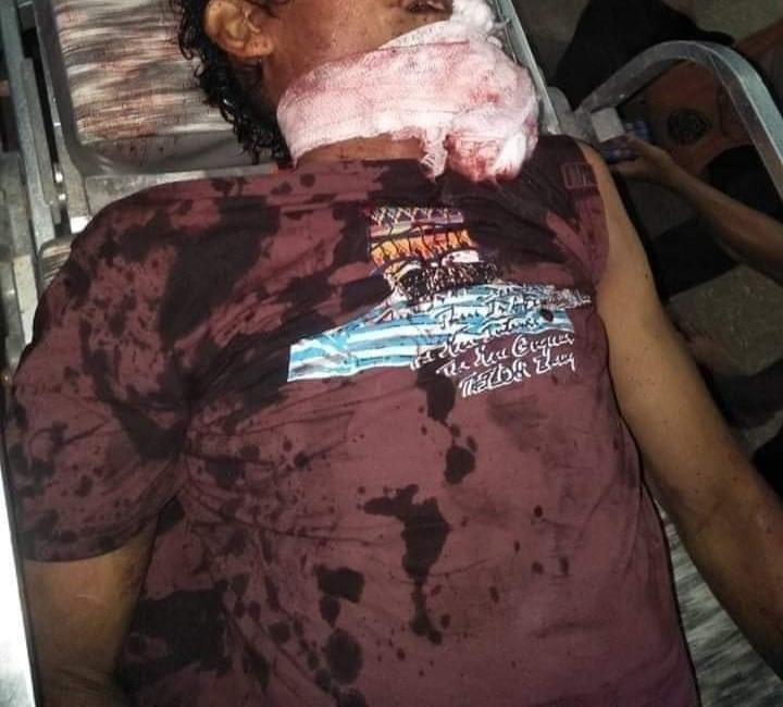 #YANGON two killed in #Thaketa last night as security forces opened fire towards the neighbours at the police station demanding the release of the three young detainees.   Forces in #Myanmar been using live rounds to disperse the peaceful protesters.   #WhatsHappeningInMyanmar https://t.co/STI42rpNtM