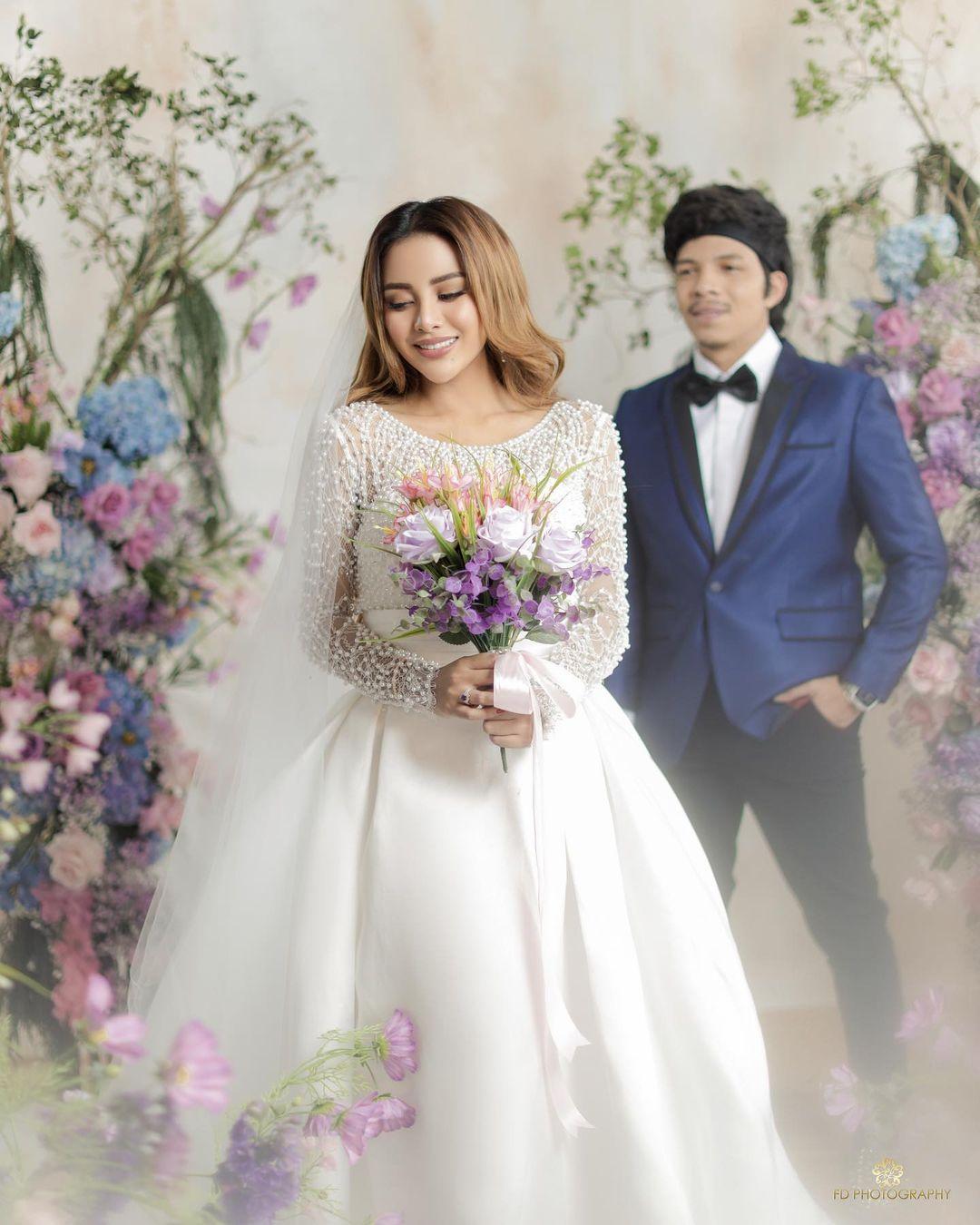 Aurel Hermansyah dan Atta Halilintar saat melakukan sesi pemotretan prewedding
