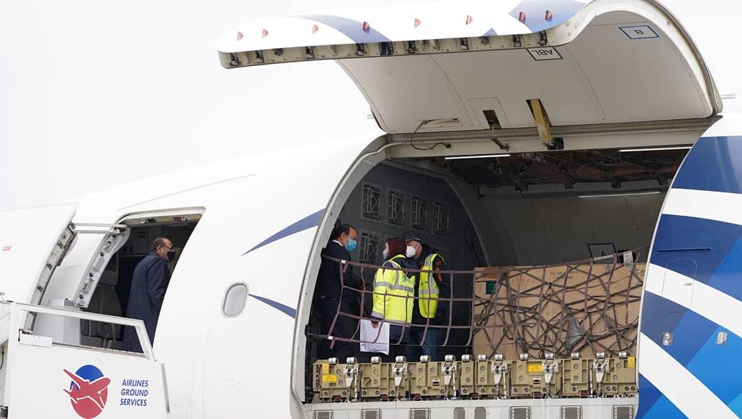 طائرة مساعدات ومعدات طبية
