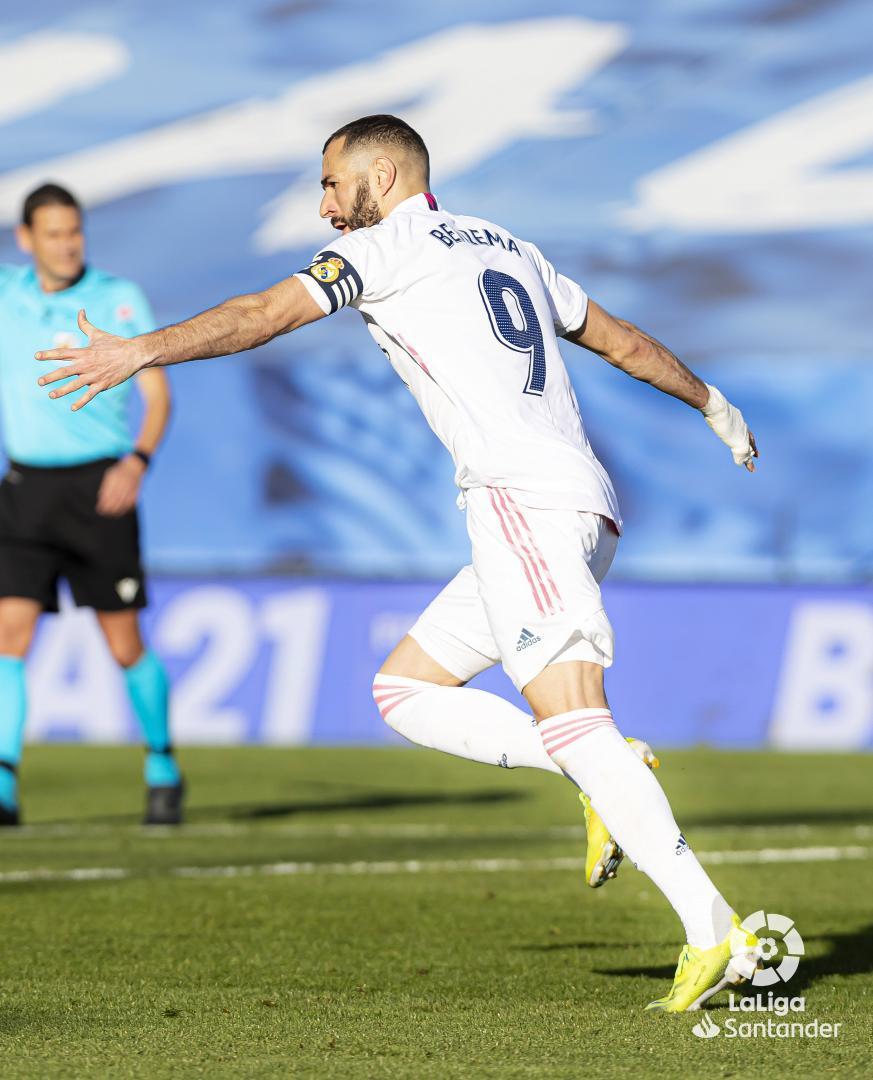 ⚽️ #RealMadridGetafe ⚽️ #RealMadridValencia ⚽️ #AtletiRealMadrid ⚽️ #RealMadridElche 🆕  Dalam 4⃣ pertandingan terakhir yang dilakoni @realmadrid, @Benzema selalu mencetak gol! 🇫🇷👑  #RealMadridElche #LaLigaSantander #YouHaveToLiveIt