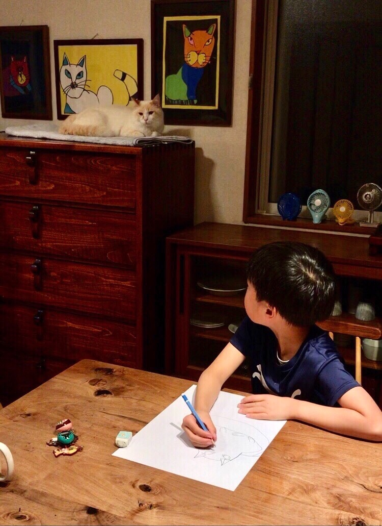 お母さんの最高の宝物!息子さんが書く絵からは幸せが感じられる