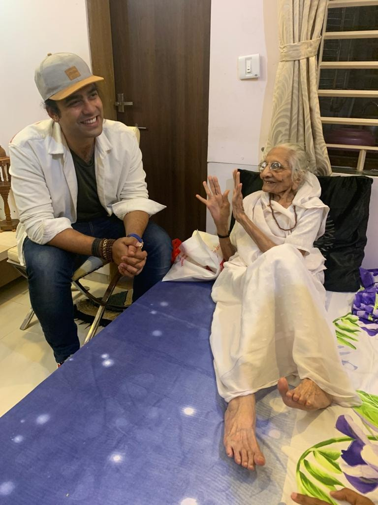 Singer Jubin Nautiyal visits PM Modi's mother Hiraba in Gandhinagar