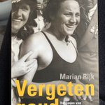 """Prachtig boek gelezen.   """"Vergeten goud"""" over de 3 gouden en 1 zilveren medaille (Berlijn 1936) van Olympisch zwemkampioene Rie Mastenbroek uit Rotterdam.   Ontroerend, fascinerend maar ook ongelooflijk als je dit leest en het probeert in de tijdsgeest te plaatsen.   #legende"""