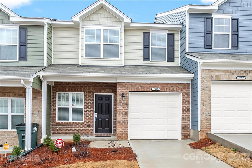 #ForSale 3 bed/2.5 bath townhome Built in 2020 📌 7407 Sienna Heights Place, #CharlotteNC, 28213  https://t.co/kjTAI9g9j7  #listingagent #wanttomove #ncrealtor #yanceyrealty #clt #queencity #704lifestyle #renttoown #newconstruction #curbappeal #home #homeowner #youcouldlivehere https://t.co/XyBKkJbMys