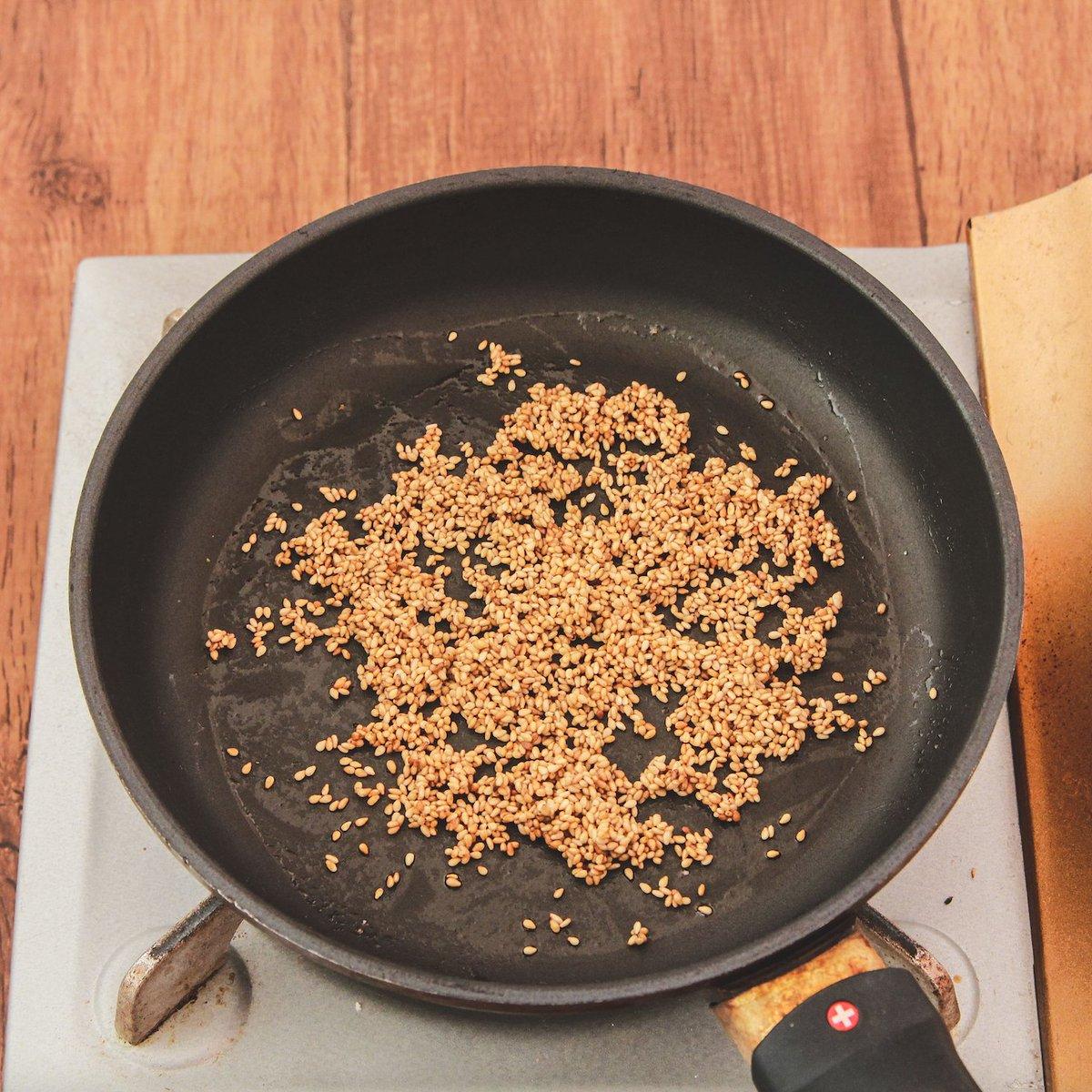 市販のものも美味しいけど、手作りするのもあり!ゴマを使ったふりかけレシピ!