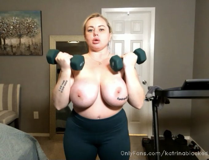 1 pic. I do morning workouts LIVE on my OnlyFans❤️ https://t.co/p8cO4zD8jA
