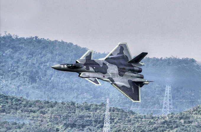 Chengdu J-20 Stealth Fighter - Page 7 EwolWKDXAAE8b3C?format=jpg&name=small