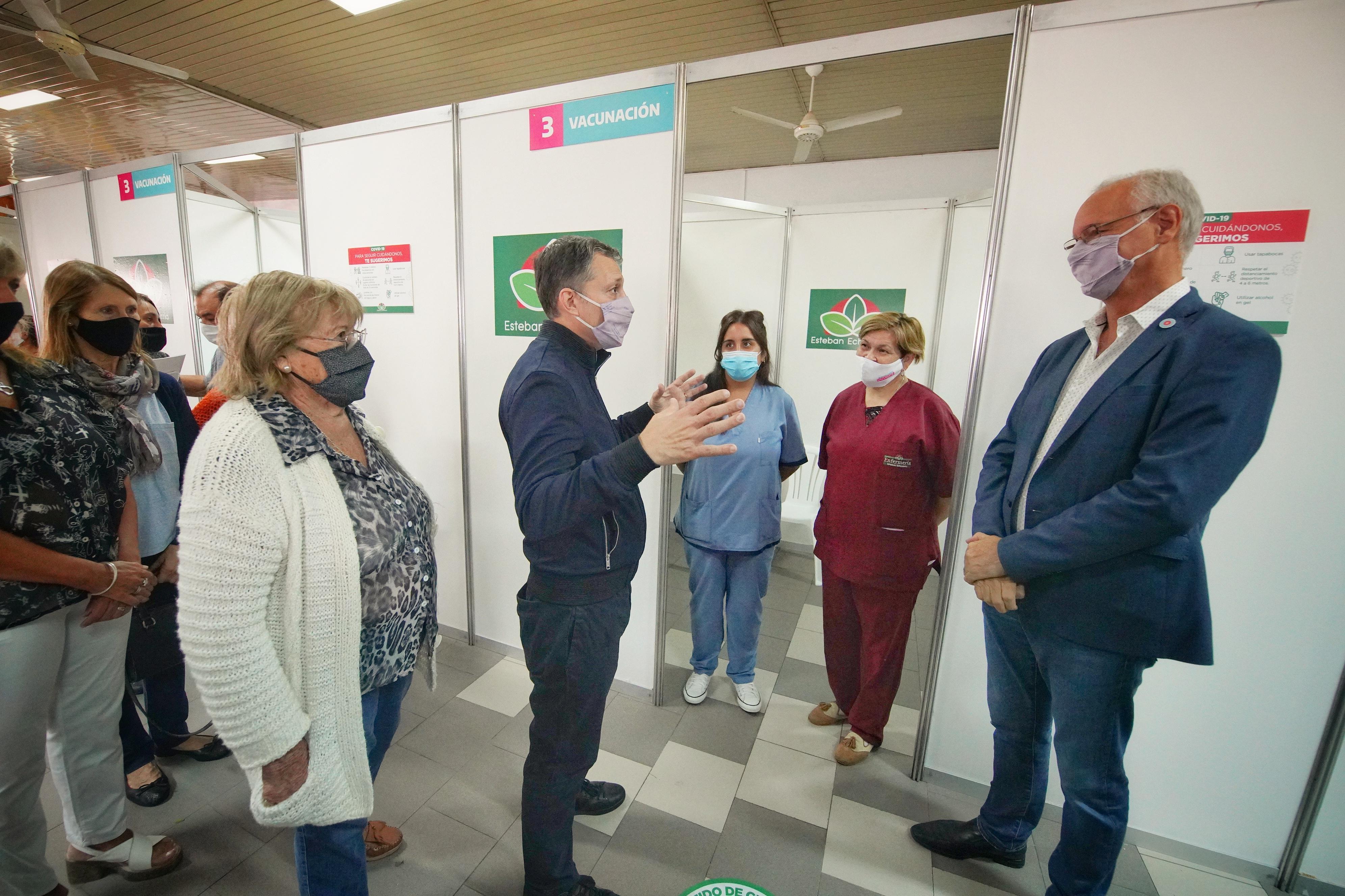 Suman nuevos contenedores para guardar vacunas contra coronavirus en Esteban Echeverría