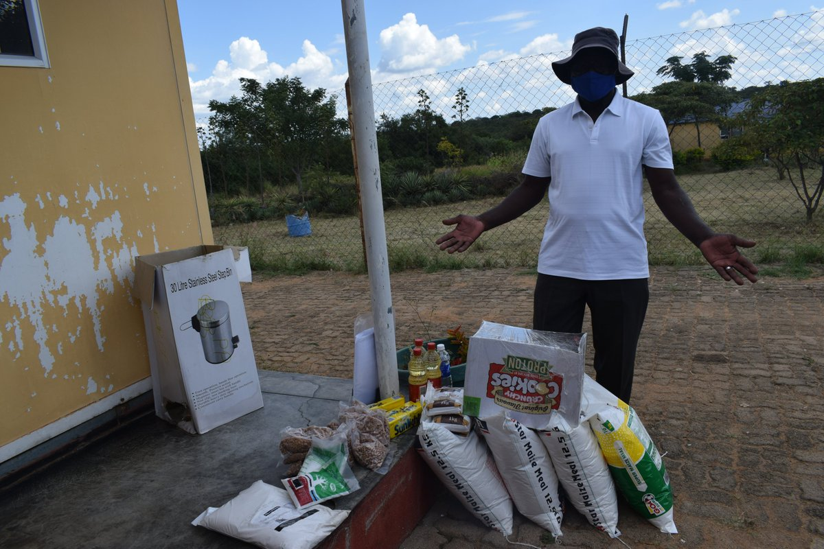 Zimbabwe Giving Cash, Groceries To Returnees