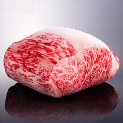 『松坂まるよし』から松坂牛霜降りサーロインがクッションに!リアルすぎる作りがすごい!