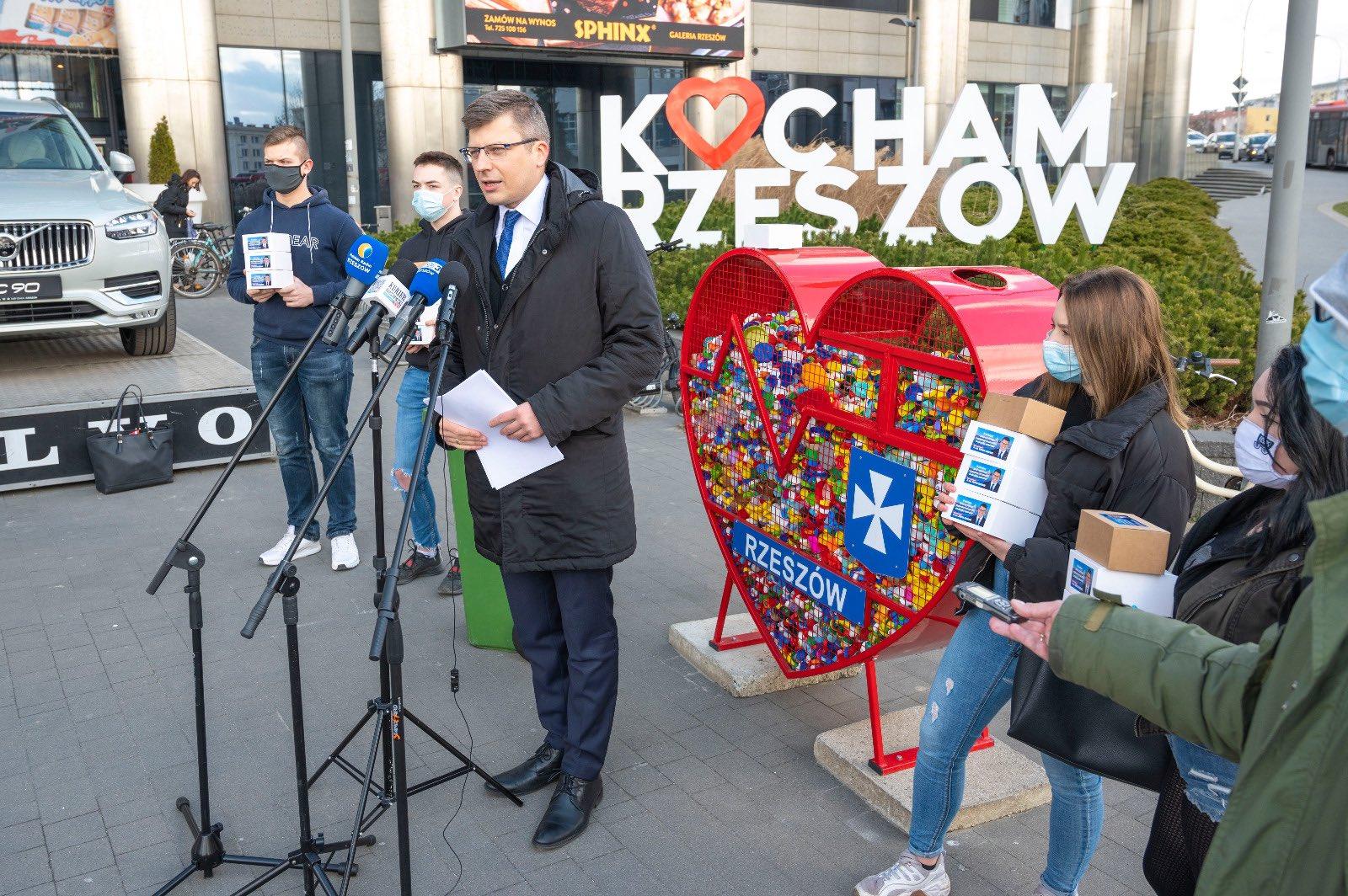 """Kandydat na prezydenta Rzeszowa, Marcin Warchoł, obiecuje """"smart city"""", 18 marca 2021, źródło: profil na Twitterze Marcina Warchoła"""