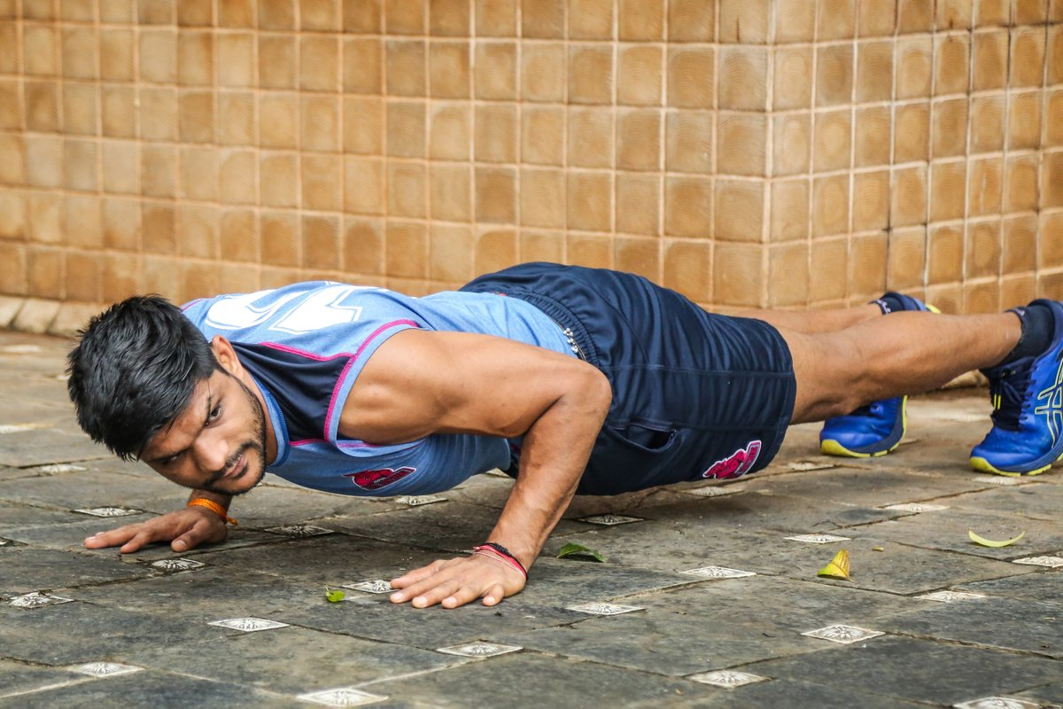 A strong core comes from pushing through strenuous moments. Keep pushing!  #PantherSquad #JaiHanuman #TopCats #JaipurPinkPanthers #JPP #Jaipur #vivoprokabaddi