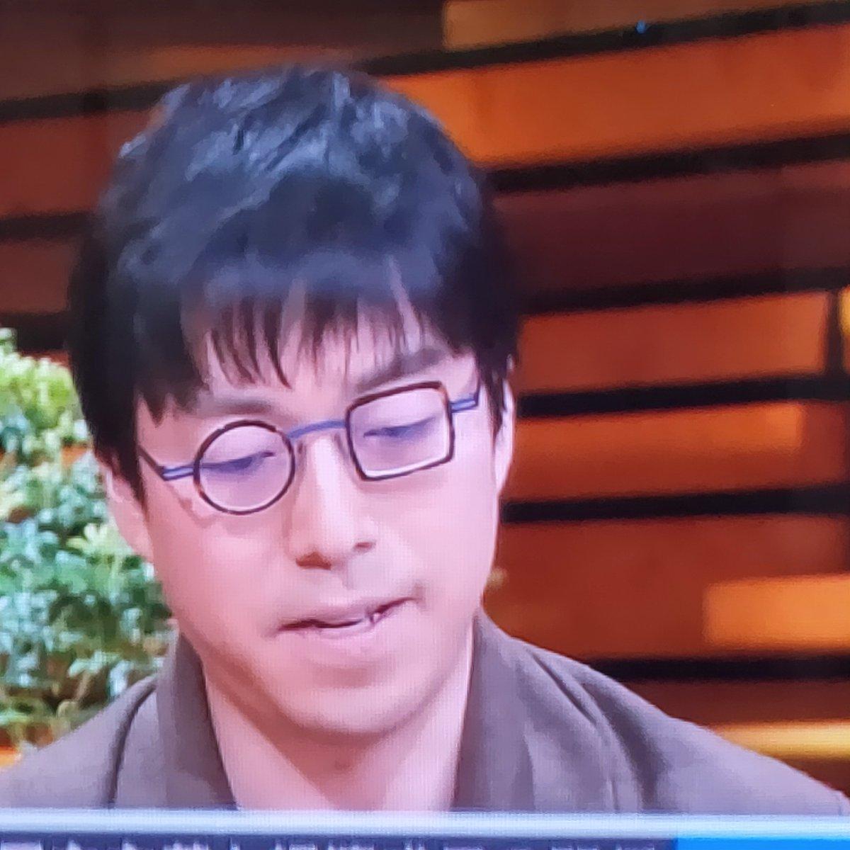 報ステコメンテーターの話の内容が頭に入ってこない?だって眼鏡が気になるんだもん。